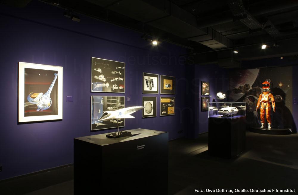 http://2001.deutsches-filmmuseum.de/medien/2018/03/outerspace.jpg